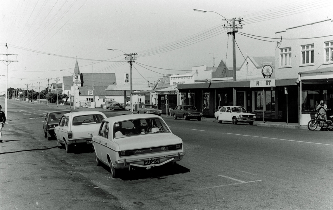 00-154 Egmont St, looking Sth from public toilets, c1980