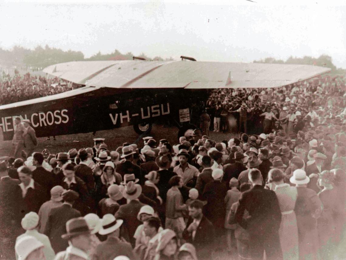 00-682 The Southern Cross, Hawera landing strip