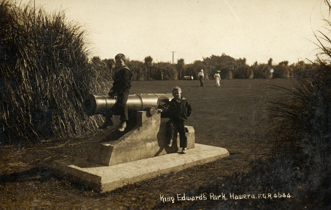 02.101 Cannon, King Edward Park, photo-F.G.Radcliff